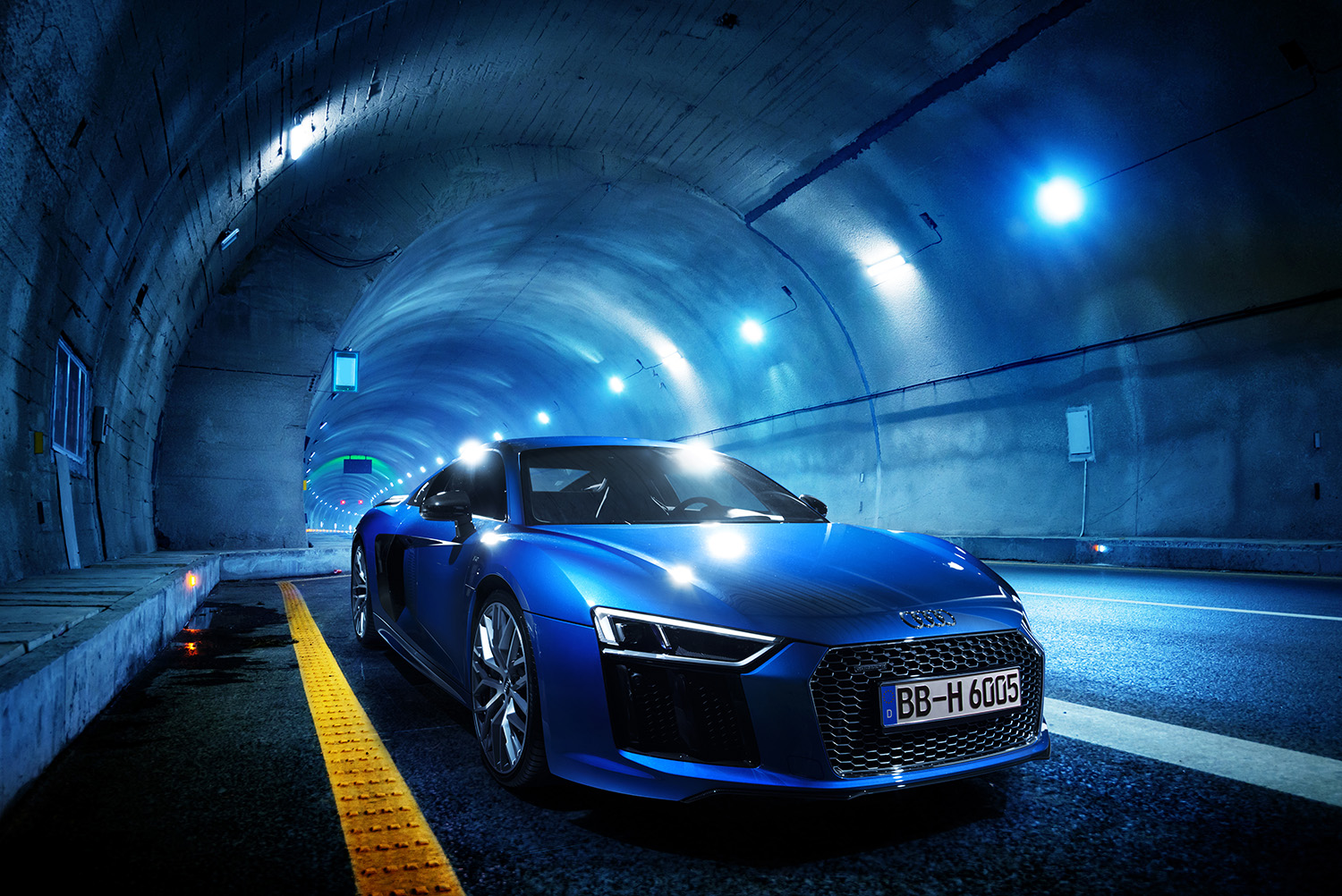 Audi R8 plus in tunnel